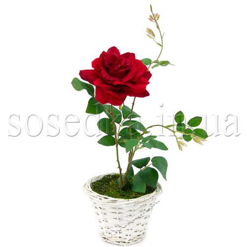 Роза искусственная красная в плетеном горшочке